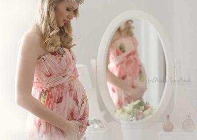 tehotenska-fotografie-zrcadlo