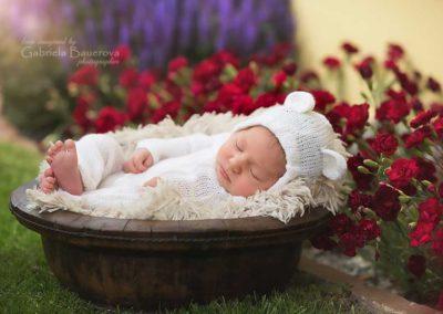 foceni-novorozencu-venku